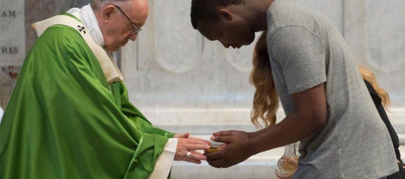 El Papa clama contra la cultura del descarte que aplasta a pobres y migrantes