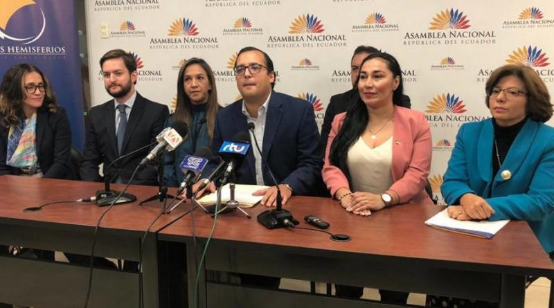 Asambleístas de Ecuador presentan proyecto de ley para fortalecer la familia